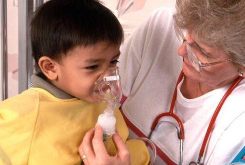 máy xông mũi họng cho trẻ